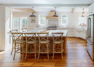 Maine Kitchen Island with Seating